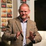 Prof. Dr. Holger Helbig wirbt für das Projekt Eine Stadt liest Uwe Johnsons Jahrestage