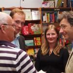 Roman Bucheli (NZZ, rechts) im Gespräch