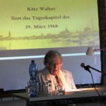 Käte Walther liest das Tageskapitel des 29. März 1968
