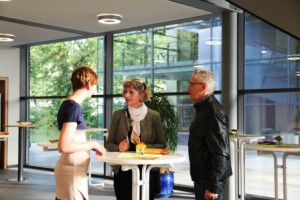 Stefanie Kohl im Gespräch mit Ehepaar Meyer-Strüvy