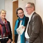 Dr. Ulrich Fries im Gespräch mit dem Mutter-Tochter-Gespann Leuchtenberger